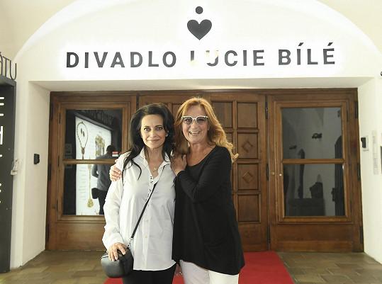 Otevírala Divadlo Lucie Bílé.