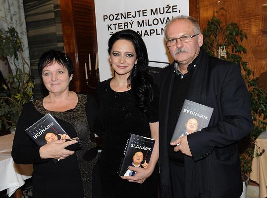 Bílá s Bednárikovými sourozenci Janem a Julií