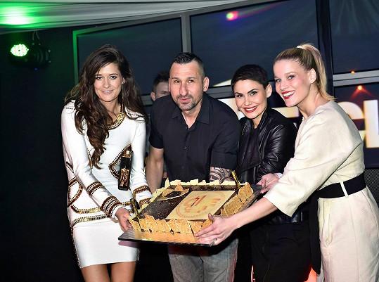 Petra s hvězdou Fantoma opery Michaelou Gemrotovou a modelkou Vlaďkou Řepkovou byly kmotrami nového klubu.