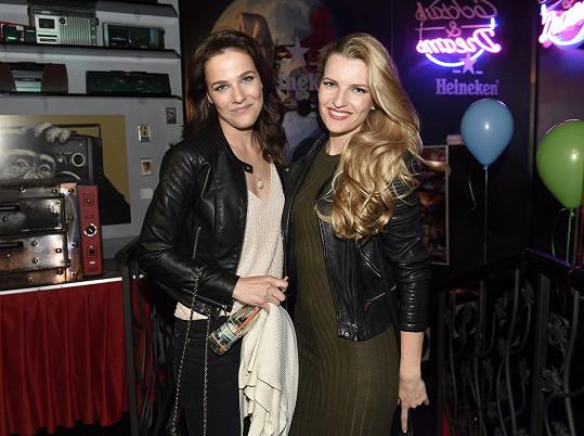 V klubu 80´s poklábosila s dávnou kamarádkou Veronikou Procházkovou.