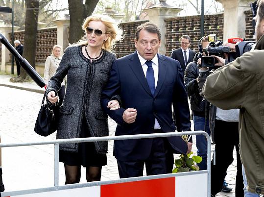 Jiří Paroubek a Petra Paroubková se také přišli rozloučit.