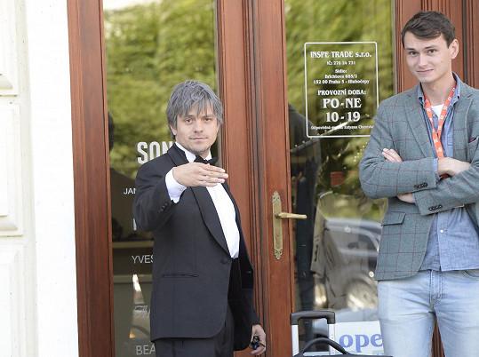 V Karlových Varech natáčí nový film.