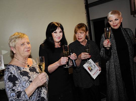 Dáda byla zárověň s Katkou Kornovou, Jarkou Obermaierovou a Janou Šulcovou kmotrou Jiránkovy knihy.
