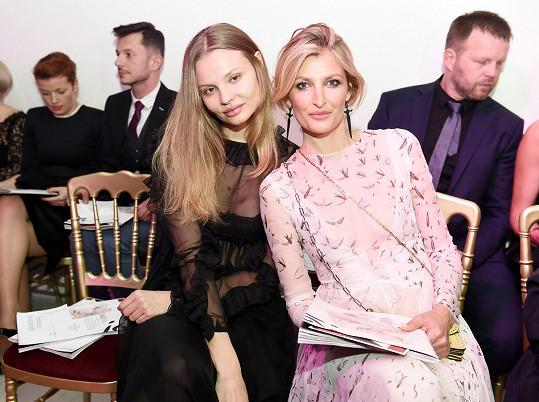 Magdalena s Terezou Maxovou na charitativní večeru pro její nadaci