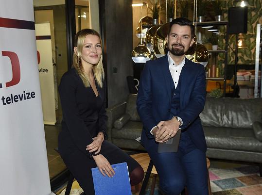 Linda Bartošová moderovala společně s Tomášem Drahoňovským tiskovou konferenci České televize, kde bylo představeno jarní vysílací schéma.