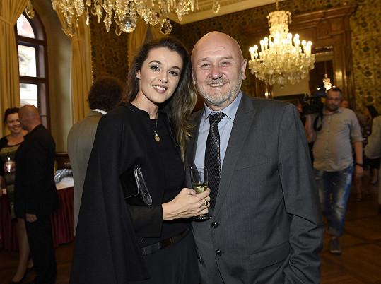 Iva Kubelková chodila s Jágrem dva roky, nyní je šťatná s partnerem Jiřím.