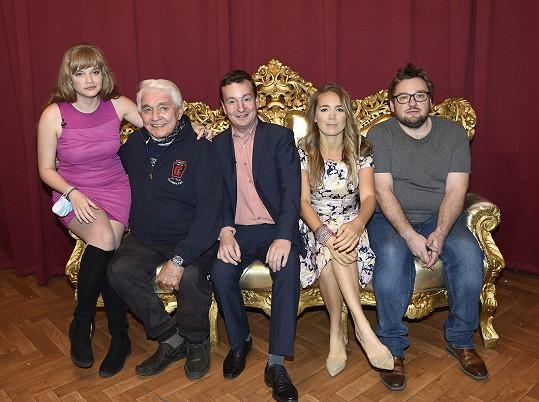 Setkali jsme se po natáčení talk show Povídavá podívaná v Divadle Radka Brzobohatého.