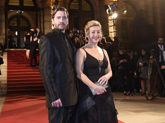 Vanda Hybnerová má po rozvodu se Sašou Rašilovem mladšího muže Jakuba Chouru.