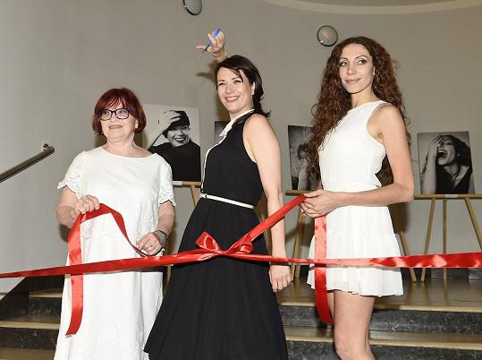Vernisáž zahájila spolu s kolegyněmi Janou Synkovou a Olgou Lounovou.
