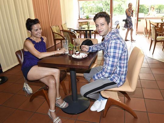Kristýna si na akci Hanky Kynychové, kde se potkala s Milanem Peroutkou, vzala mini kraťásky.