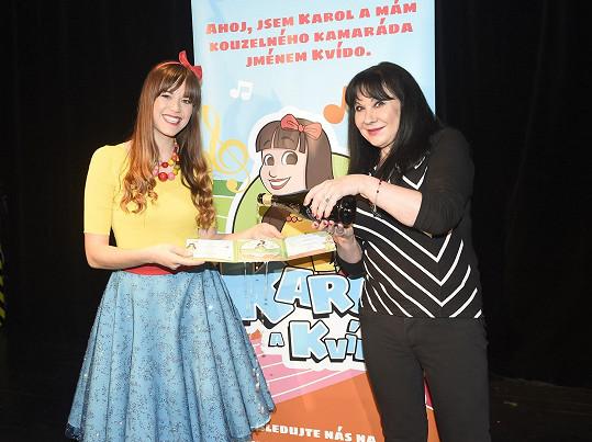 Patrasová vyrazila na křest desky dětských písniček kolegyně Karolíny Gudasové.