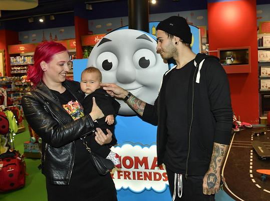 Matyáš s přítelkyní Luckou a dcerou Lolou