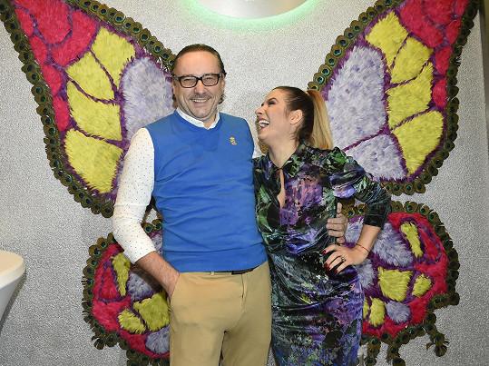 Na večírku se měl k moderátorce Evě Decastelo.