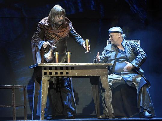 Zpěvák opět bude hrát v představení Kat Mydlář.