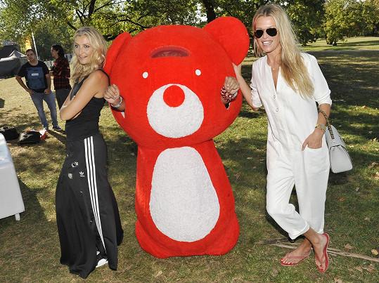 Veronika přišla podpořit projekt své kamarádky Terezy Maxové Teribear hýbe Prahou.