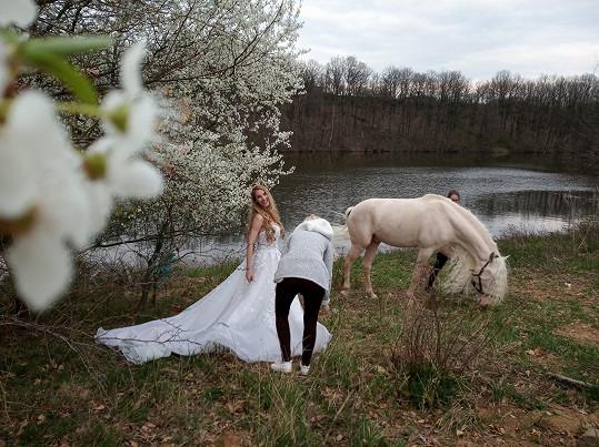 Manželka Filipa Renče oblékla krásné šaty.