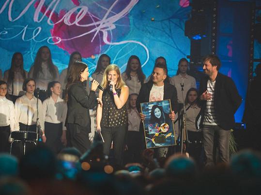 Za album Světlo převzala zlatou desku.