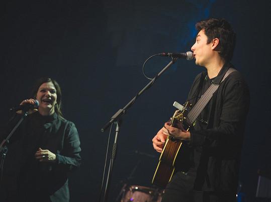 S lídrem kapely Mirai vystřihli duet.