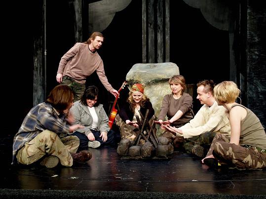 Robert (vestoje) v muzikálu Tajemství na jevišti divadla Kalich v roce 2005