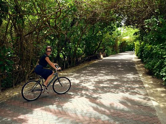 Po ostrově misska jezdila na kole.