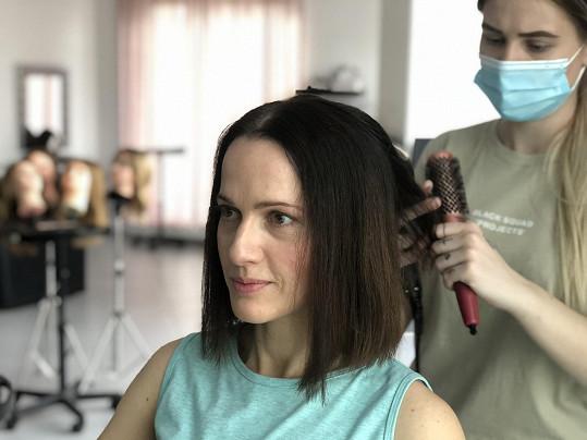 Vlasy věnovala pro dobrou věc - na výrobu paruk pro onkologické pacienty.