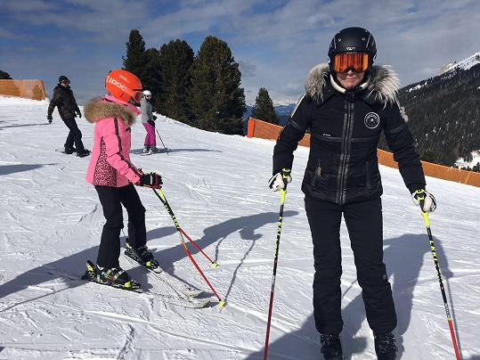 Olympijská vítězka Kateřina Neumannová vyrazila s dcerou Lucií na hory do Itálie, zamilovala si oblast Val di Fiemme.