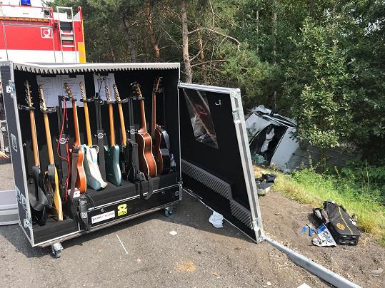 Muzikantům ani nástrojům se nic nestalo.