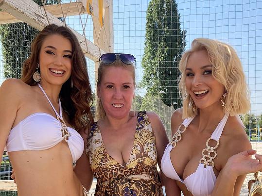 S herečkou Bárou Mottlovou a návrhářkou Lilií Augustinovou