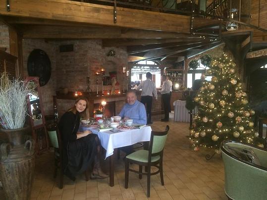 Karel Gott na snídani s manželkou Ivanou