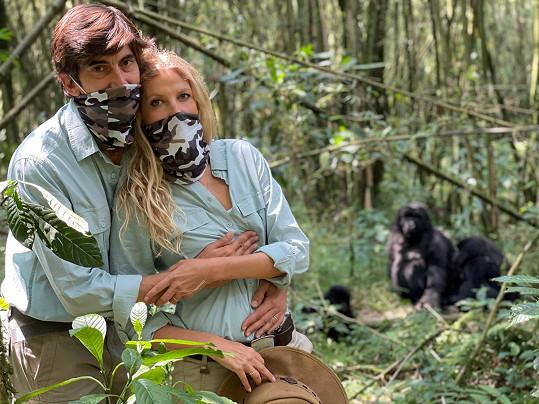 S manželem pozorovali gorily.