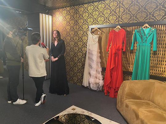 Kateřina na fittingu modelů návrhářky Gianni di Leo