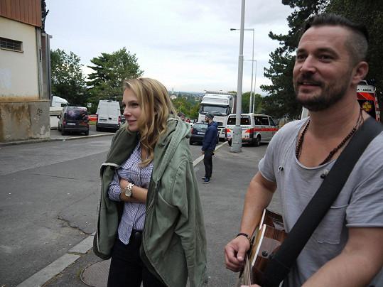 Jelínková a Sehnal během natáčení klipu k písní S tebou