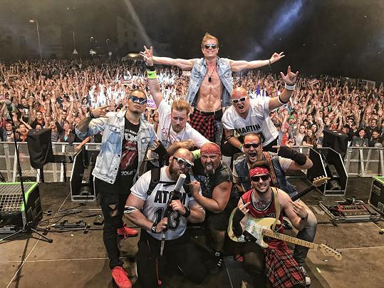 Fotka z vystoupení z Kadaně: Šmajda do kapely evidentně zapadl.