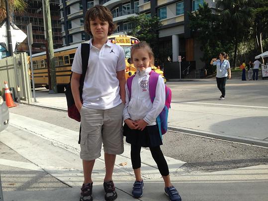 Návštěva americké školy je pro Daníka i Jasmínku denní realitou.