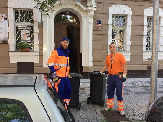 Práci popeláře Voráček zvládal se vším všudy.