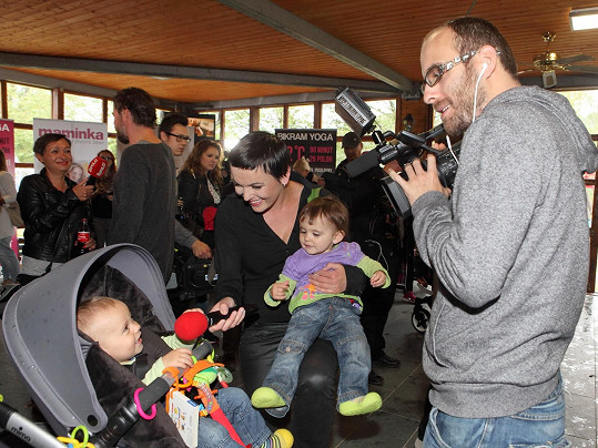 Na akci Kočárky Prahou nepřivezla jen ukázat děti, ale také natáčela pro agenturu Hermína.