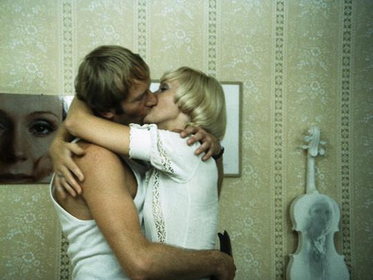 Ve filmu si Luděk Sobota zahrál s Helenou Vondráčkovou.