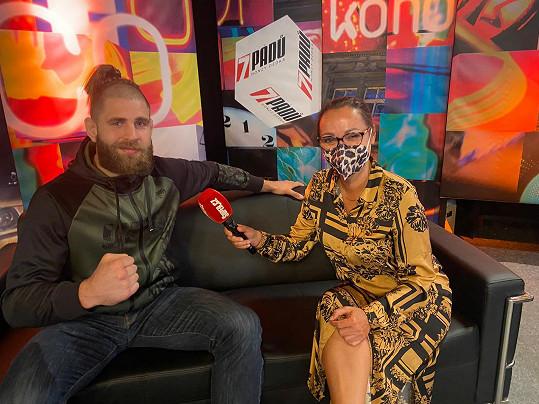 Jiří Denisa Procházka při rozhovoru se Super.cz v účesu, v němž vyhrál poslední zápas