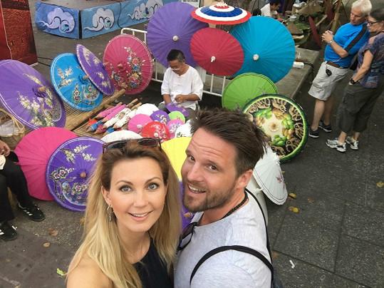 Sandra Parmová s přítelem Pavlem se těší na svatbu i na miminko.