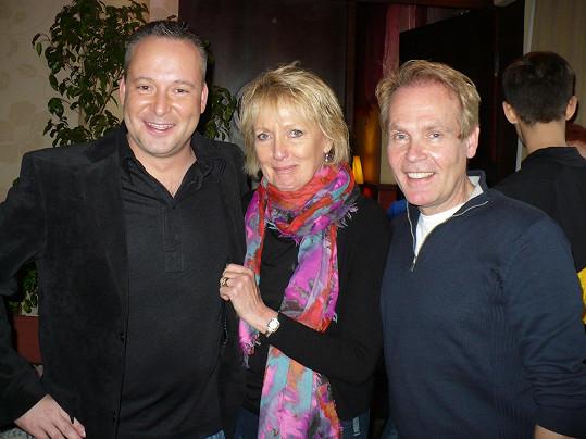 Michal Jagelka, Kim Hartman a Richard Gibson (vpravo) se před lety potkali v Praze.
