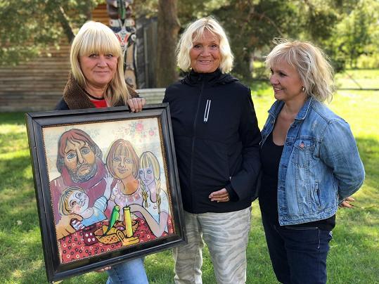 V klipu se objeví i Míšina maminka (uprostřed) a sestra (vlevo), žena a nevlastní dcera Michala Tučného.