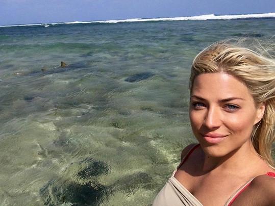 Eva Perkausová a žraloci citrónoví