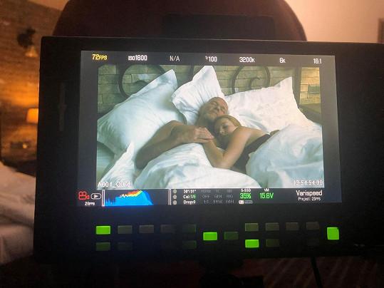 Marek Vašut při postelové scéně