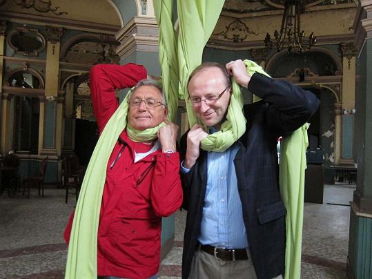 Jiří Menzel a Jiří Šitler, který ho roku 2004 oddával.