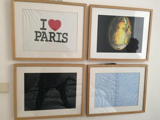 Ze starých triček a košil vytvořil obrázky, které zdobí stěnu ložnice.