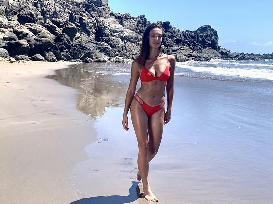 Kráska na pláži ostrova Gran Canaria