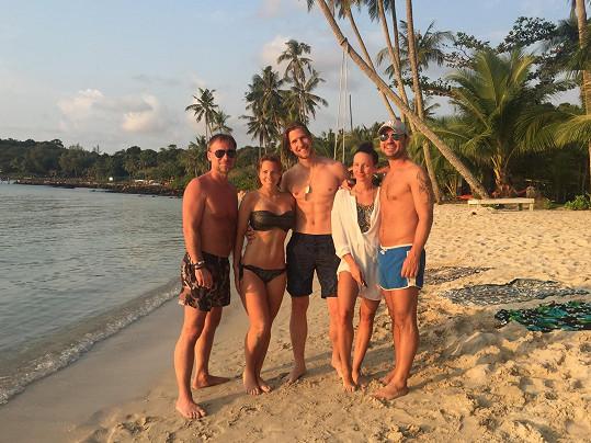 Svět je malý. V Thajsku se potkali se zpěvákem Zdeňkem Hrubým a Míšou Noskovou s přítelem Ondřejem Báborem a společně pak trávili celou dovolenou.