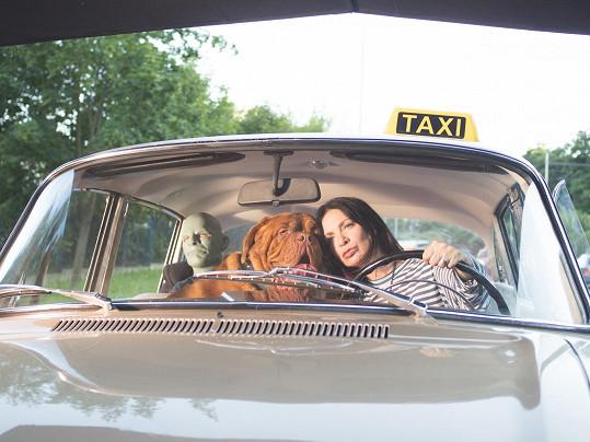 Anna K. měla v novém klipu i psa a Fantomase.