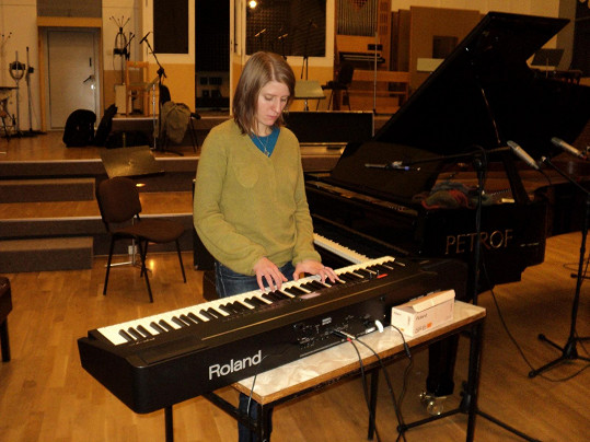 Markéta Irglová složila hudbu k filmu Miluji tě modře.