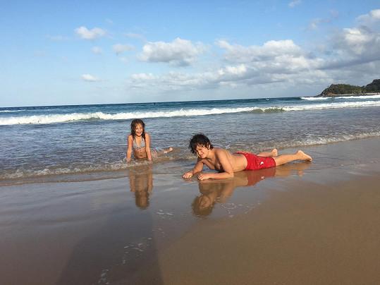 Děti na pláži v Sydney